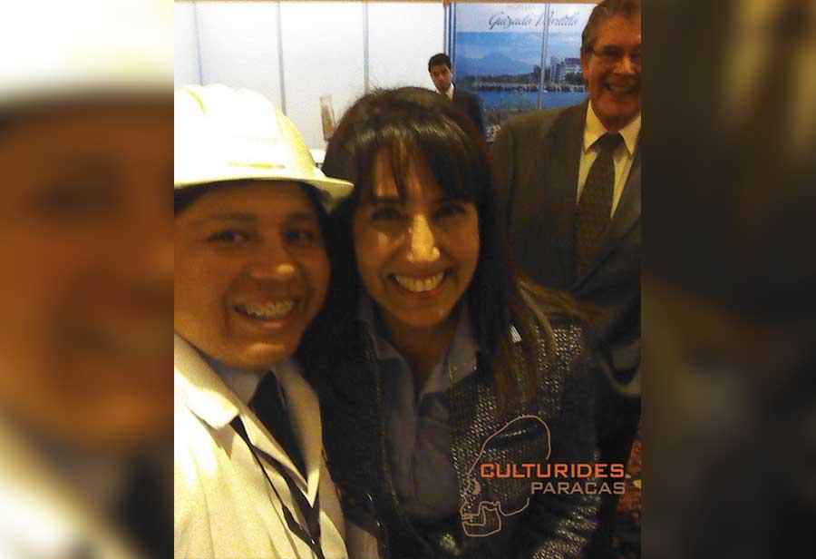En exposición de la Máquina del Tiempo de Paracas con la Ministra de Turismo Magali Silva Velarde-Álvarez